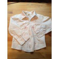 Белая рубашка на замке на рост 134 см, с красивой вышивкой. Длина 43 см, длина рукава 38 см (можно закасывать), ПОгруди 36 см. Состояние нормальное для б/у вещи. Естественно уже не такая белоснежная,