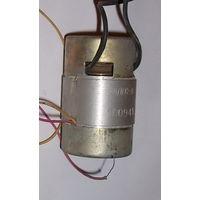 Электродвигатель для магнитофона 4ДКС-8 с центробежным регулятором