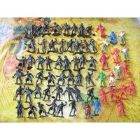 Солдатики,сборка рыцари,сарацины,викинги,ковбои,индейц ы,пираты,римляне,цена за 4шт.Или обмен.