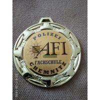 Медаль об окончании школы полиции ГДР.
