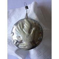 Елочная игрушка СССР , медальон голубь, выпуклый рисунок