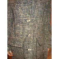 Женское пальто в очень хорошем состоянии. Фирма Koru Style.  Очень элегантное и женственное. Размер 44-46