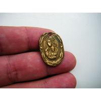 Старинный бронзовый медальон.