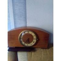 Часы Владимир настольные с боем .гост3309-58.на точном ходу.высота 20. Длинна 40.глубина 10 см.