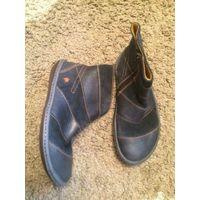 Фирменные ботинки Art на 36 размер из качественной натуральной кожи. Высота 13 см, длина стельки примерно до 24 см. В идеальном состоянии, очень удобные. Качественная подошва из полимера.
