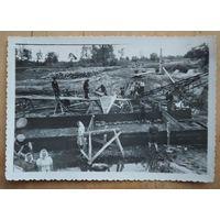 Фото на строительстве. 1950-е. 8х11 см.