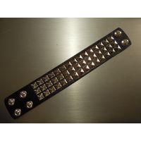 Черный шипованный браслет HMR