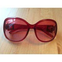 Красивые стильные очки, бордо, совсем мало бу, в отличном состоянии.