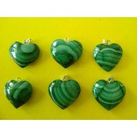 Кулон-сердце из натурального малахита.