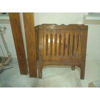 Деревянная  старая дубовая кровать