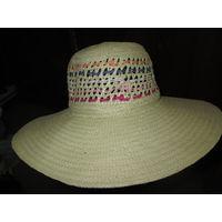 Шляпа соломенная женская с большими полями.