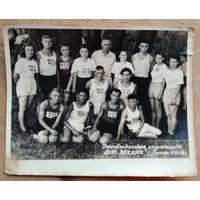 "Фото спортивной команды на спартакиаде ДСО ""Медик"". Брест. 1953 г. 12х15 см."