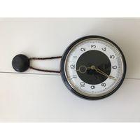 Часы настенные,в отличном и рабочем состоянии! комплектные! СССР 1965г! Одна из самых красивых форм
