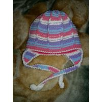 Теплая самовязанная шапочка