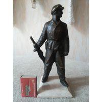 Редкая бронзовая статуэтка партизана с автоматом ППШ. СССР, вторая половина прошлого века.