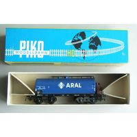 Цистерна ARAL 4-х осная с тормозной будкой  PIKO ПИКО Масштаб 1:87 HO производство 1970-х годов