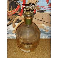 Бутылка Blanton's Bourbon . Жокей . Лошадь . Пробка