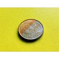 Республика Беларусь (РБ). 10 копеек 2009. Брак гальванопокрытия (цвет, трехцветная) + небольшое смещение.