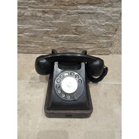 Раритетный телефонный аппарат