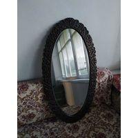 Зеркало с металлической овальной оправе