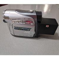 Видеокамера JVC GR-D250EK плюс три аккумулятора, кассета и сумка для переноски