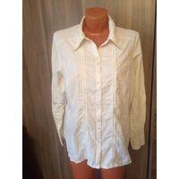 Стильная блуза на 50-52 размер, мягкая ткань типа как жеваная, не требующая усиленной глажки. Длина 67 см, длина рукава 60 см, ПОгруди 59 см.