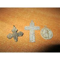 Два старинных креста и образок одним лотом.