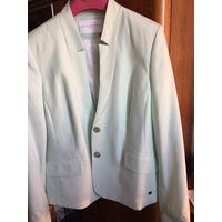 Блейзер модный с иголочки Пиджак жакет 46 цвет бледно зеленый