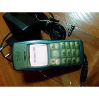 Сотовый телефон NOKIA 1101. Батарею держит 2-3 недели. В работе последние пару лет, при зарядке иногда отходит провод (возможно перетерся).