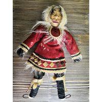 Кукла чукча, эскимос в национальном костюме. Игрушка из СССР, плюс оберег.