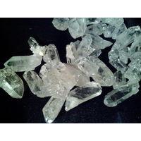 Необработанные кристалы горного хрусталя. 2-3см в длину. цена за шт.
