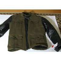 Куртка Мужская деми немецкой фирмы Freaky nation произведена в Пакистане комбинированная,  хлопок и натуральная кожа (рукава). Размер М,(48-50) обхват груди 96-100см, обхват талии 76-83см высота от во