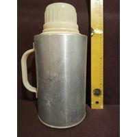 Термос для питьевой воды.