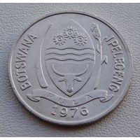 """Ботсвана. 10 тхебе 1976 год КМ#5  """"Южно - африканский сернобык"""""""