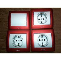 3 розетки + выключатель Legrand Galea Life красный металлик