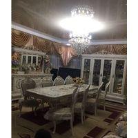 Гостиная стол, стулья и витрина