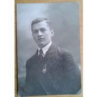 Фото выпускника техникума. Орша 1938 г.Значок ОСОАВИАХИМ. 8х12 см.