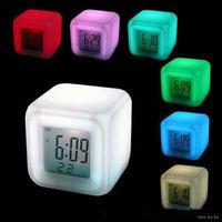 Светящиеся хамелеон часы-будильник, термометр ночник все в одном корпусе.