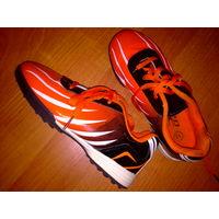 Яркие кроссовки р.31 состояние идеал