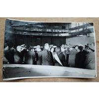 Фото Машерова П.М. и Т.Я. Киселева при посещении легкоатлетического манежа в Уручье. 1970-е. 17х22 см
