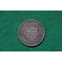 Медаль настольная  ГДР 1946 г .  ( латунь 36 мм )