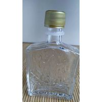 Бутылка из-под кленового сиропа (Канада).