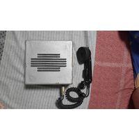 Переговорное устройство с телефонной трубкой.