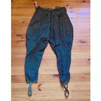 Старые военные штаны.