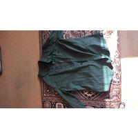 Простая зеленая рубашка
