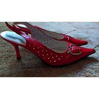 Туфельки красные с  сердечками  р.39 ( в размер)...на  примерке