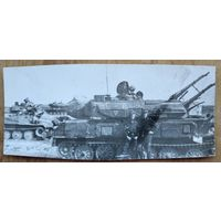 Фото двух солдат на фоне зенитной-самоходной установки ЗСУ-23?. 6х13 см.