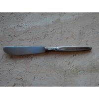 Нож столовый посеребренный клеймо 90 MWF Triodur Германия длина 21 см.