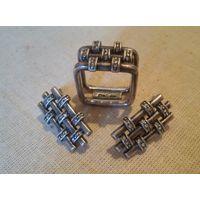 Стильный набор - квадратное кольцо и прямоугольные серьги с кристаллами