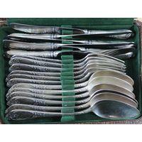 Ложки, вилки, ножи мельхиоровые СССР 18 предметов. Длина 20.8 см, 20.5 см, 24 см.